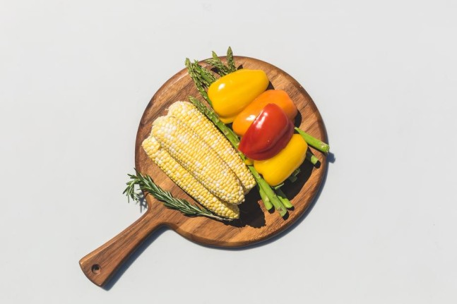 veggies-on-a-wooden-cutting-board-ready-to-be-grilled