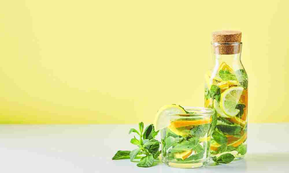 Hot lemon and mint water